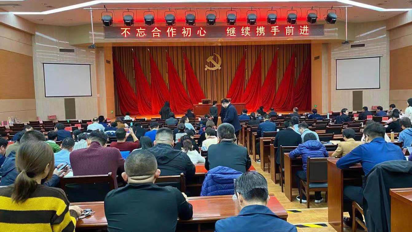 韓曉峰、張興華參加全市民主黨派和黨外人士培訓班